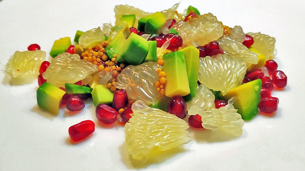 Салат с авокадо и гранатом. Сочный, хрустящий, свежий и яркий