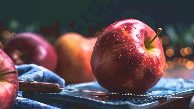 Три рецепта простых и вкусных салатов с яблоком