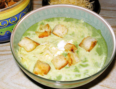 Суп из шпината с чесночными гренками