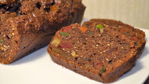 Шоколадный кекс с миндалем и имбирными цукатами