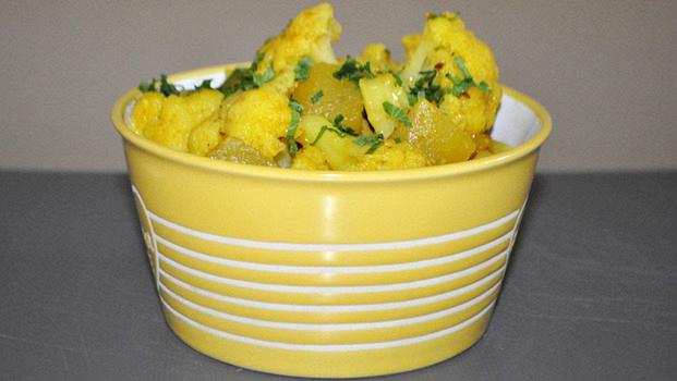 Карри из цветной капусты с картофелем