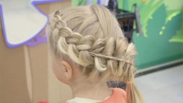 Праздничная прическа с косами для девочки