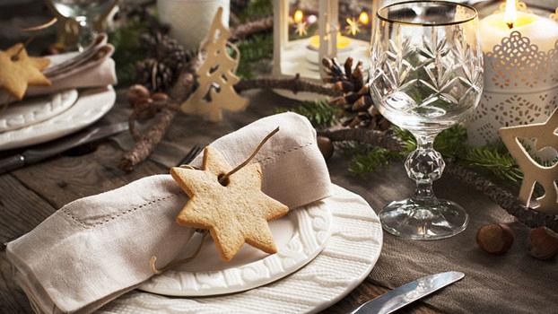 Как красиво сервировать новогодний стол