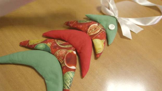 Новогодняя поделка - ёлка из ткани