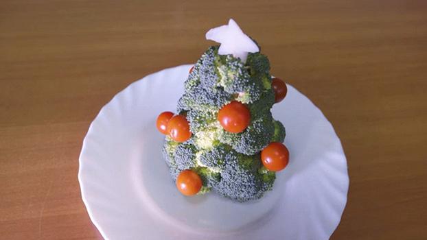 Новогодняя поделка - ёлка из брокколи