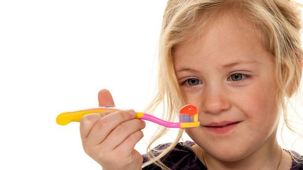 Процедура фторирования зубов у детей: показания и особенности