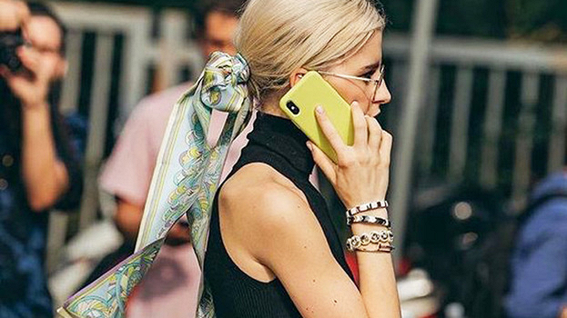 Модный аксессуар этого лета – шелковый платок