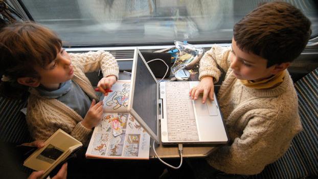 Как развлечь ребенка в 1 год в поезде thumbnail