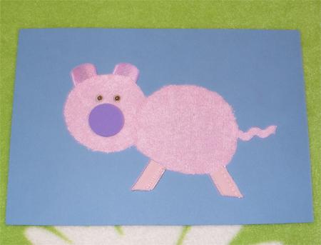 Сделать её можно из меха зелёного цвета или любой другой ткани; можно вырезать из картона.