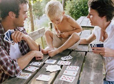 дети и игральные карты