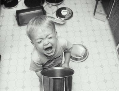 Воспитание детей – это каждодневный и вовсе не простой труд. Конечно, быть родителями – это счастье, и это особенно понимаешь, когда ребенок, улыбаясь, говорит: «Как я тебя люблю!» А если из уст малыша вылетают совершенно другие фразы, резкие, обидные? Почему же так происходит и как нужно реагировать родителям в подобных ситуациях?