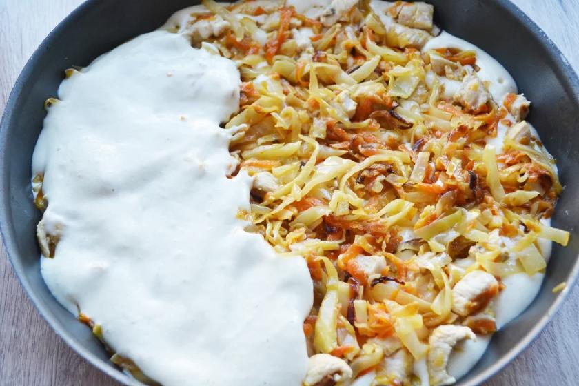 Заливной пирог на кефире с капустой и курицей