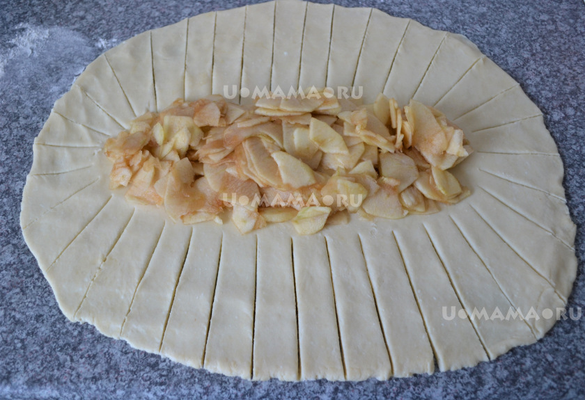 Плетеный пирог из домашнего творожного теста с начинкой из яблок