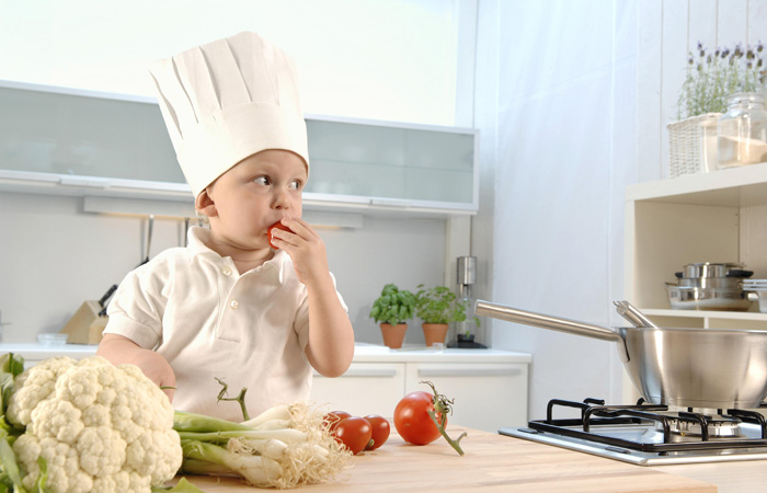 Как научить ребенка жевать: советы родителям