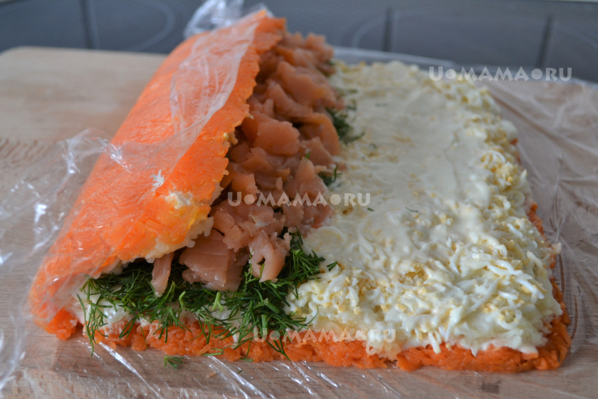 Салат-рулет с семгой и овощами