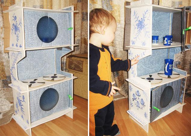 Мальчишки в восторге - то это стиральная машина, то плита, то микроволновка.  Или просто шкафчик для посуды.